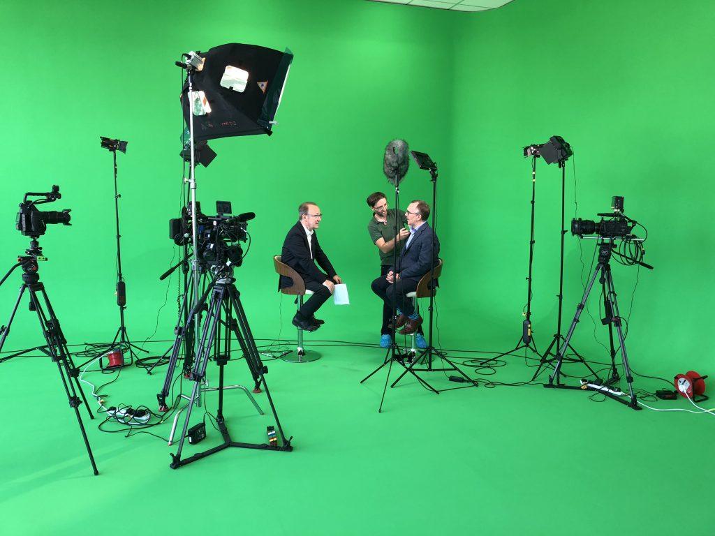 studio interview green screen